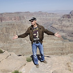 Daredevil Nik Wallenda completes high-wire walk across Grand Canyon