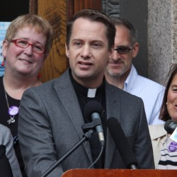 Gay marriage friends, foes ready to raise money