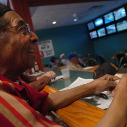 Hollywood Slots to unveil simulcast racing room