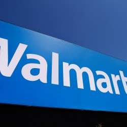 Wal-Mart sex-bias case hits possible court block