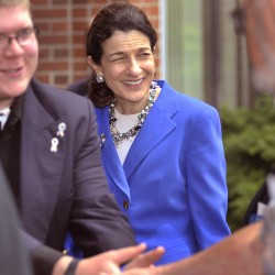 Sen. Snowe meets with Legionnaires at convention