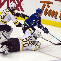 Bruins beat Canucks, continue home-ice dominance