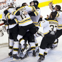 Bruins set off on 'rolling rally' Cup celebration