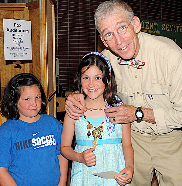 &quotSurvivor&quot winner Bob Crowley shows off an immunity idol from the popular CBS television show with fans Emma Desjardins (left) and Sadie Desjardins.