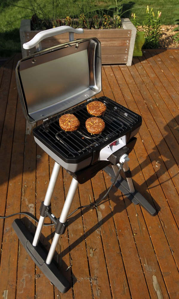 New totable electric grills also are unfolding on the scene, filling a growing niche of apartment dwellers and condo owners who aren't permitted to use charcoal or gas on their patios or balconies.