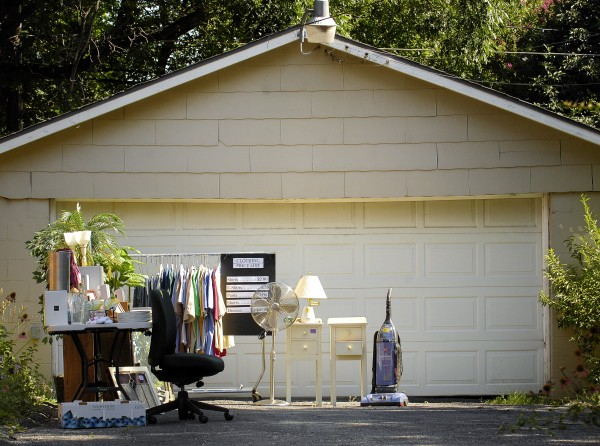 Arrange your garage sale to allow for easy browsing.