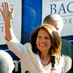 Bachmann wins Iowa straw poll as Perry jumps in