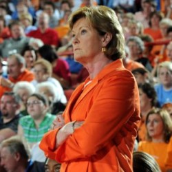 Summitt steps aside, Warlick new Tennessee coach
