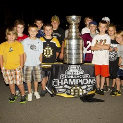 Bruins' fans relish Stanley Cup's visit to Maine