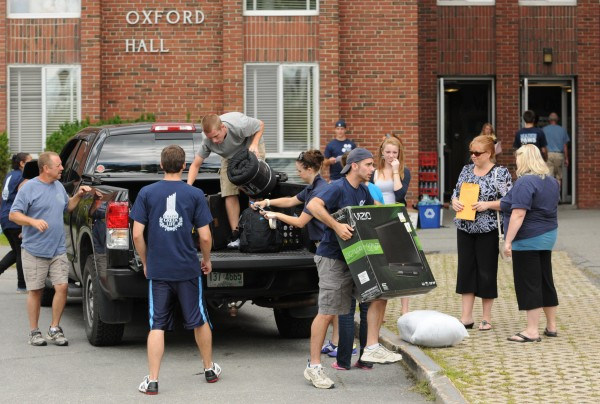 UMaine students help first year students move in to Oxford Hall on the University of Maine campus on Friday, Aug. 26, 2011.