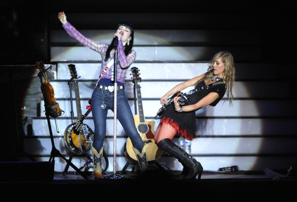 American country music duo Susie Brown, left, and Danelle Leverett of The JaneDear Girls emote on stage as the opening act for Reba McEntire Saturday night, Sept. 17, 2011.