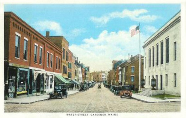 A postcard of Water Street in Gardiner from the 1920s.
