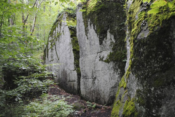 The Laurie's Ledge Trail to Indian Mountain leads hikers past this unusual split rock.