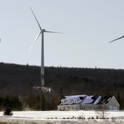 Former Gov. King speaks on wind power at forum