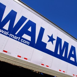 Wal-Mart brings in consultants to help keep shelves stocked