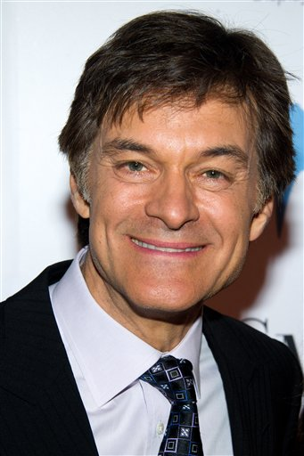 The federal Food and Drug Administration and a leading doctor are disputing claims by the television show host Dr. Mehmet Oz that trace amounts of arsenic in many apple juice products pose a health risk.