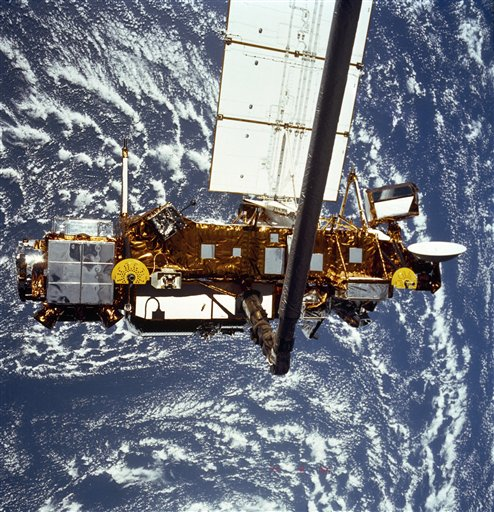 The Upper Atmosphere Research Satellite, which began falling to Earth on Saturday morning, is shown in the grasp of the Remote Manipulator System when the system was deployed in 1991.