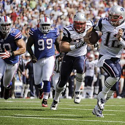 Brady aims to continue strong start against Bills