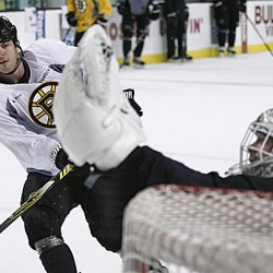 Bruins return to Boston with Stanley Cup