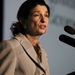 Tea party candidate issues challenge to Olympia Snowe