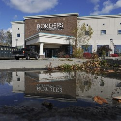 Last Borders shoppers wistful, looking for deals