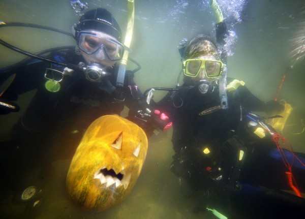 University of Maine graduate students Jen McHenry, 23, of New Harbor, left, and Marissa McMahan of Georgetown, pose with a pumpkin they carved underwater at Damariscotta Pumpkinfest.