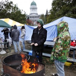 OccupyMaine activists in Augusta prepare for turkey dinner