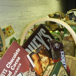 Auction of holiday baskets to raise funds