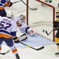 Bruins beat Isles 3-2 with 2 goals in 78 seconds