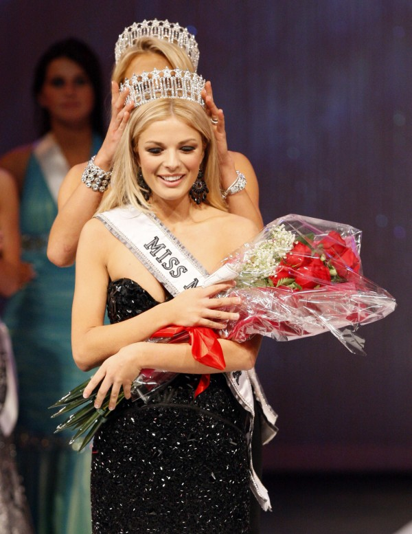 Rani Williamson is crowned Miss Maine, Sunday, Nov. 20, 2011, in Westbrook.