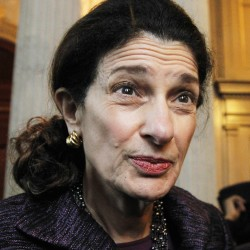 Snowe urges patience on health care decision