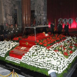 Kim Jong Il's body to be permanently displayed
