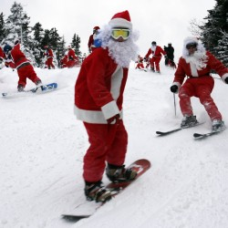 Santa Sunday: Nearly 300 jolly skiers descend on Sunday River