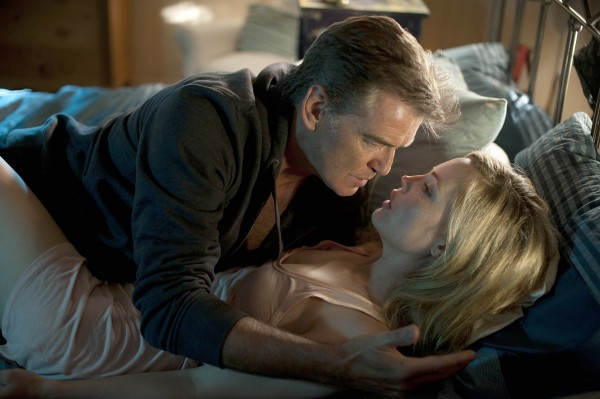 &quotStephen King's Bag of Bones,&quot a dull two-night A&E Network miniseries airing Sunday and Monday, stars Pierce Brosnan as widowed novelist Mike Noonan and Melissa George as Mattie Devore.