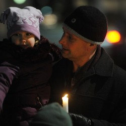 Homeless memorial draws 100 in Bangor