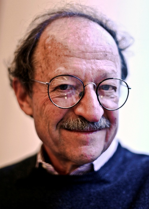 Harold Varmus, director of the National Cancer Institute, won the Nobel Prize in medicine in 1989 for discovering oncogenes, potentially cancer-causing genes found in the chromosomes of many cells.