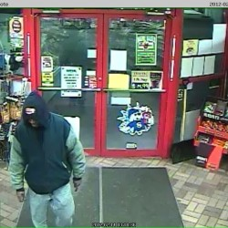 Police searching for man who robbed Lisbon store at knifepoint
