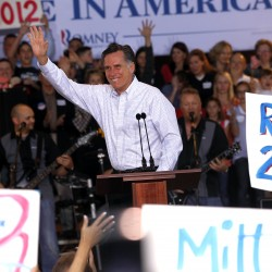 Romney plays family card in Michigan