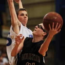 Sumner boys basketball team eyes tourney return, tops BC for 10th win