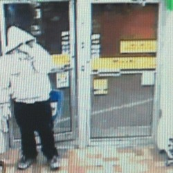 Man robs convenience store at gunpoint, flees with cash