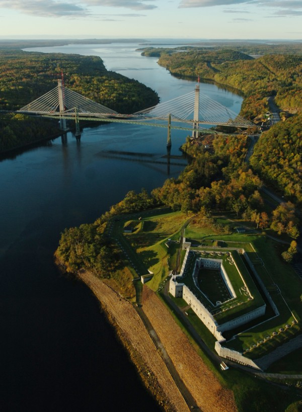 Penobscot Narrows Bridge in October 2006. Fort Knox State Historic Site is in the bottom right of the photo.