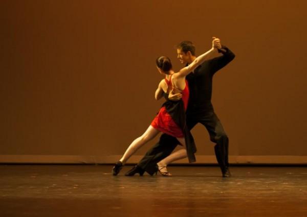 Christian Clayton & Kea Tesseyman perform a steamy Tango