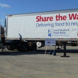 Hannaford delivers $40,500 in food and cash to food bank