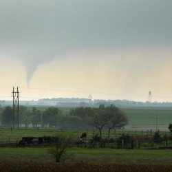 Tornado kills man, destroys 20 homes in Kansas town