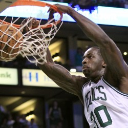 Davis, in place of Garnett, sparks Celtics