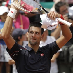 Serena, Djokovic sail through U.S. Open winds