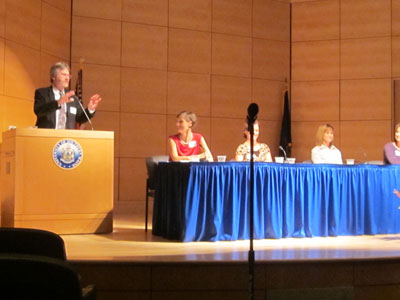Bill Nemitz moderated this panel discussion of breast cancer prevention, screening and treatment.