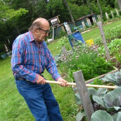 Searsport nonagenarian just says 'no' to retiring, keeps busy marketing garden tool