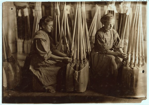 Women packing brooms in Evansville, Ind. in 1908.