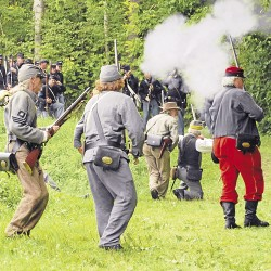 Civil War re-enactment unites rebels, Yankees and others